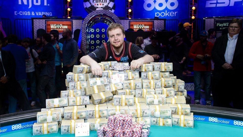 Чемпион мира по онлайн покеру играть карты